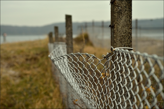 """chain-link fence"" © liebeslakritze, 2013. CC BY-SA 2.0."